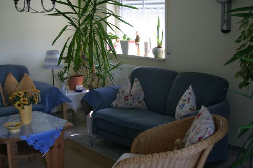wohnzimmer planen lassen:Die vielen Grünpflanzen im Wohnzimmer lassen das Herz eines jeden